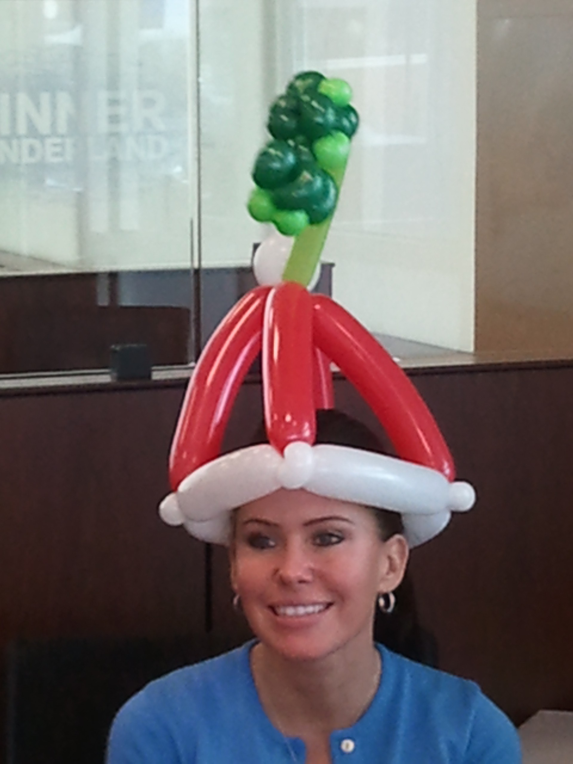Decoraciones Con Globos Para Navidad together with Surprised Warning 704946 in addition Mod Pizza Chain Raises 40m Will Reach 100 Locations By 2016 also Marcy Walker besides 81622. on santa balloon